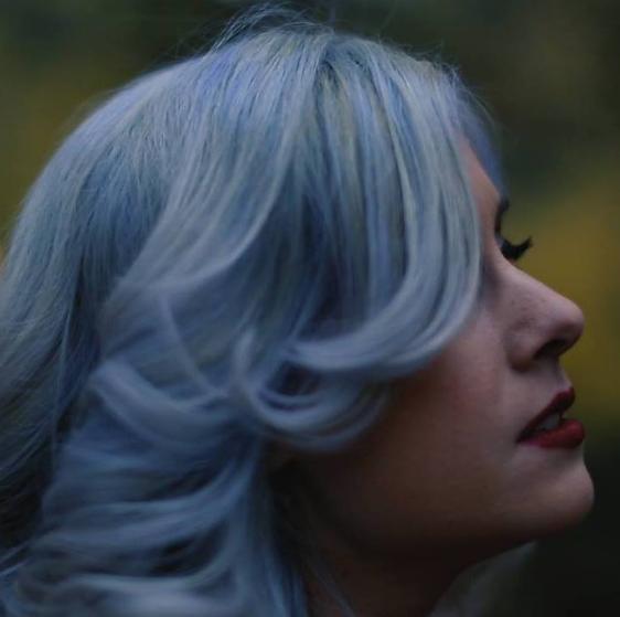 "Listen to Los Angeles Based Singer Janessa Evrist's Single ""Fall Apart"""